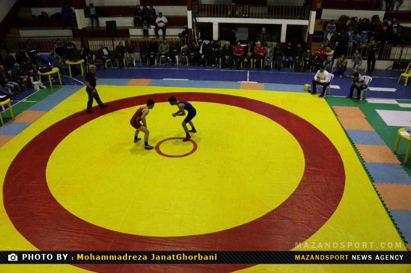 مسابقات کشتی آزاد جوانان غرب استان مازندران آغاز شد