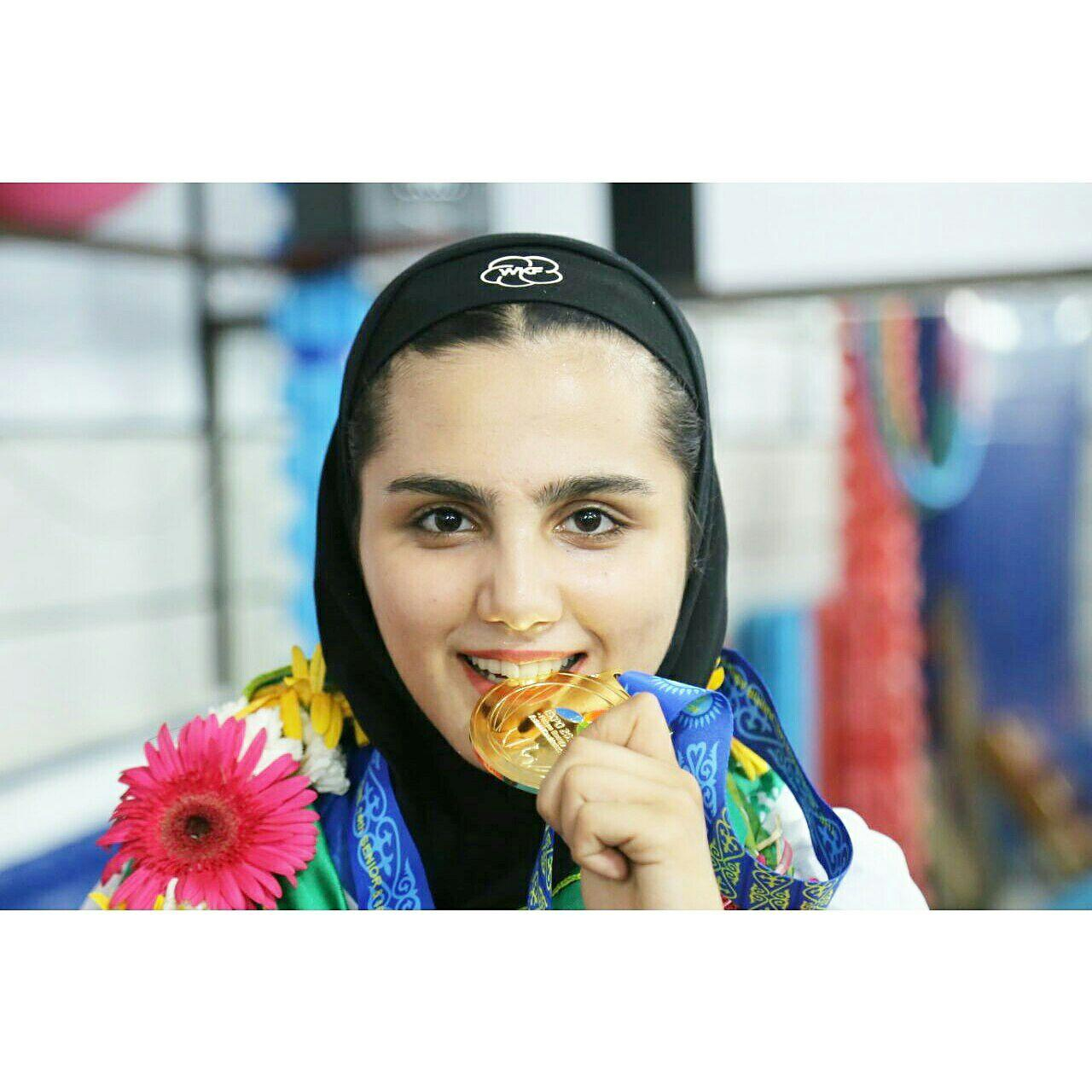 آرزو لونجی :خواهشا مسئولین توجه بیشتری به ما دختران داشته باشند/حجابم افتخارم است !