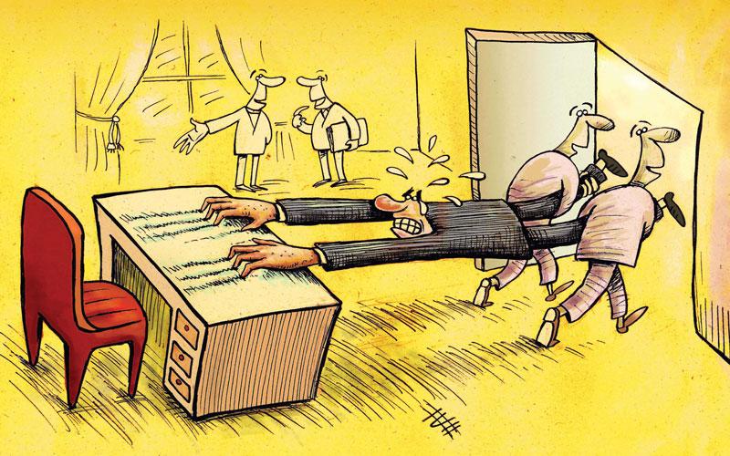 وقفه در عزل رئیس ادارات با دخالت رجال سیاسی !!