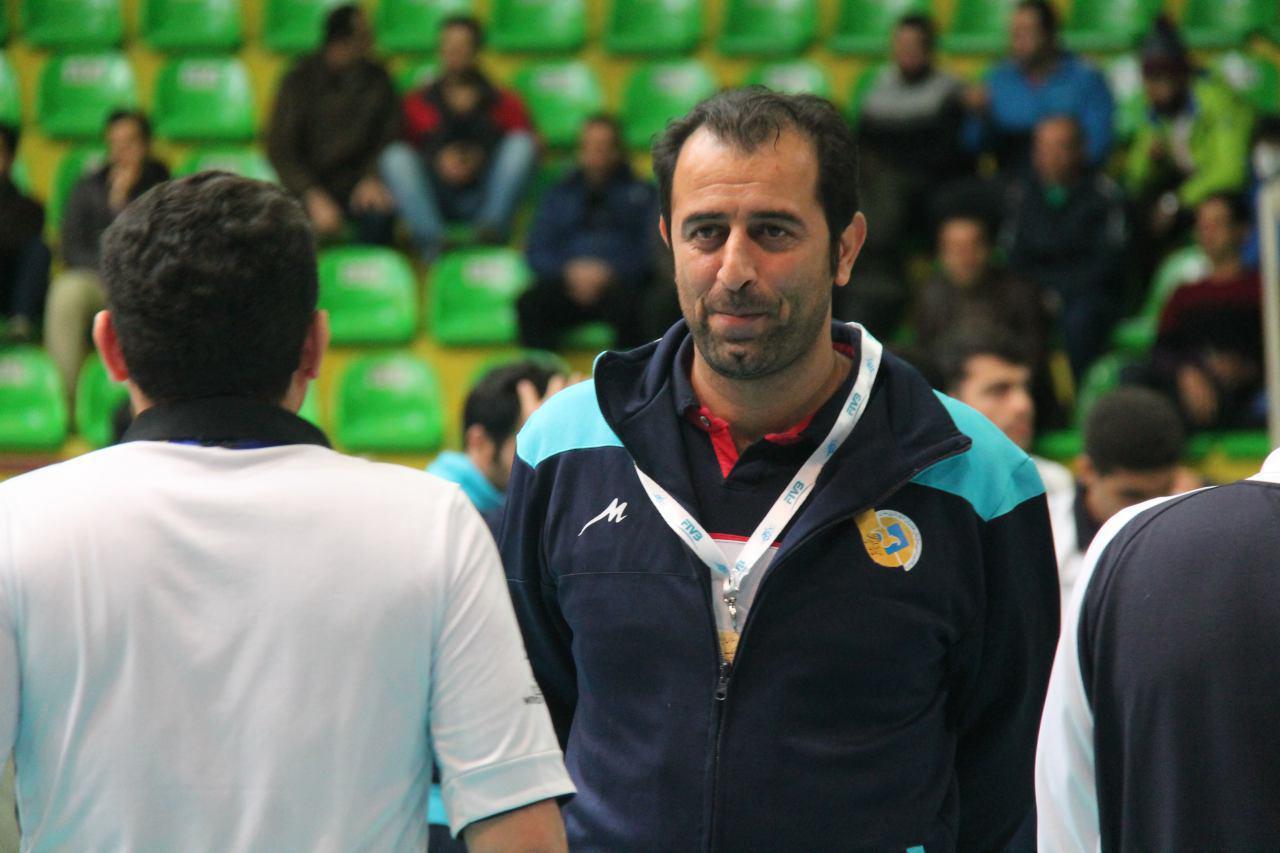 محمودی:با داشتن بازیکنان جوان و کم تجربه تیم دست و پا بسته ای نیستیم !