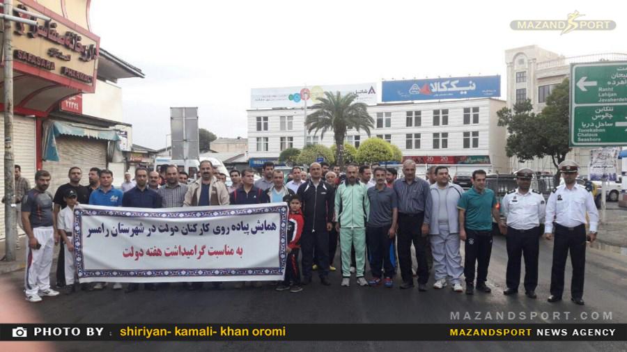 پیاده روی کارکنان ادارات مختلف با حضور مسئولین شهری برگزارشد /عکاسان:شیریان .کمالی .خان ارمویی