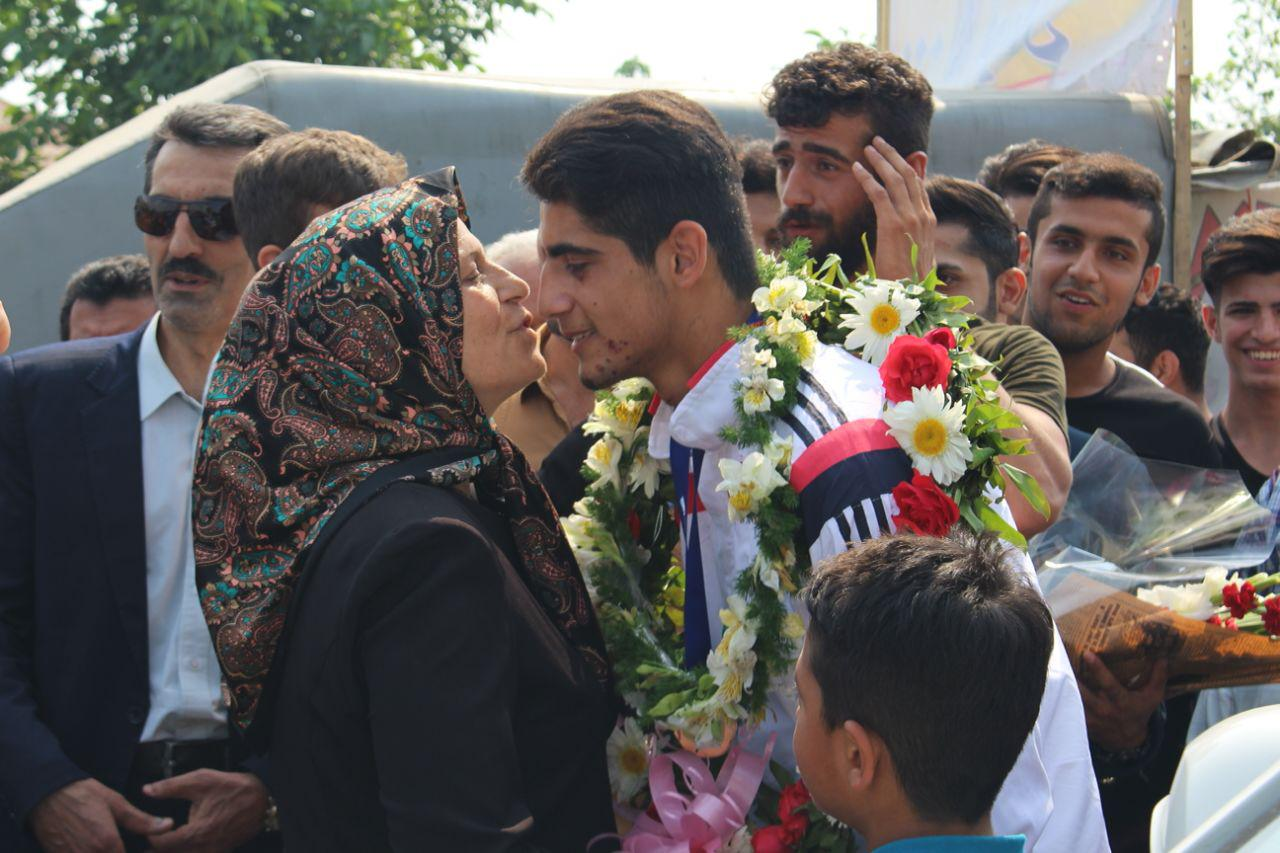 استقبال از حسن محمودزاده دارنده مدال برنز جهانی موی تایی در آمل + گزارش تصویری