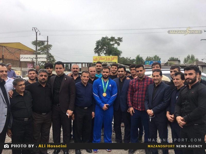 استقبال از امیرحسین حسینی کشتی گیر طلایی آسیا در آمل برگزار شد + تصاویر