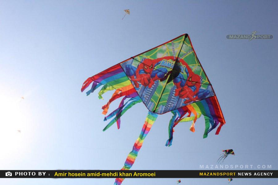 ششمین سال جشن پرواز بادبادکها توسط باشگاه هوای آزاد تلاش  برگزار شد/عکاس:امیر حسین عمید – مهدی خان آرمویی