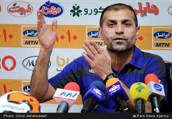 ویسی: جو ورزشگاه شهید وطنی مثل ورزشگاههای اروپاست/توپ به حالت بیضی درآمد و نخهایش باز شد