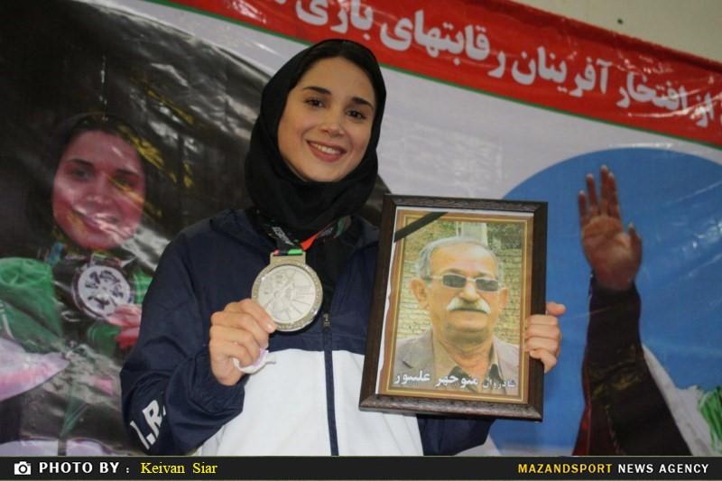 مراسم استقبال از دارنده مدال نقره جاکارتا در رشته کاراته/علیپور: حفظ حجاب از هر مدالی برایم مهمتر بود