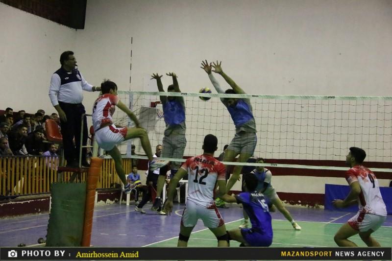 تصاویر دیدار تیم های والیبال شهدای رامسر و شهرداری کرج