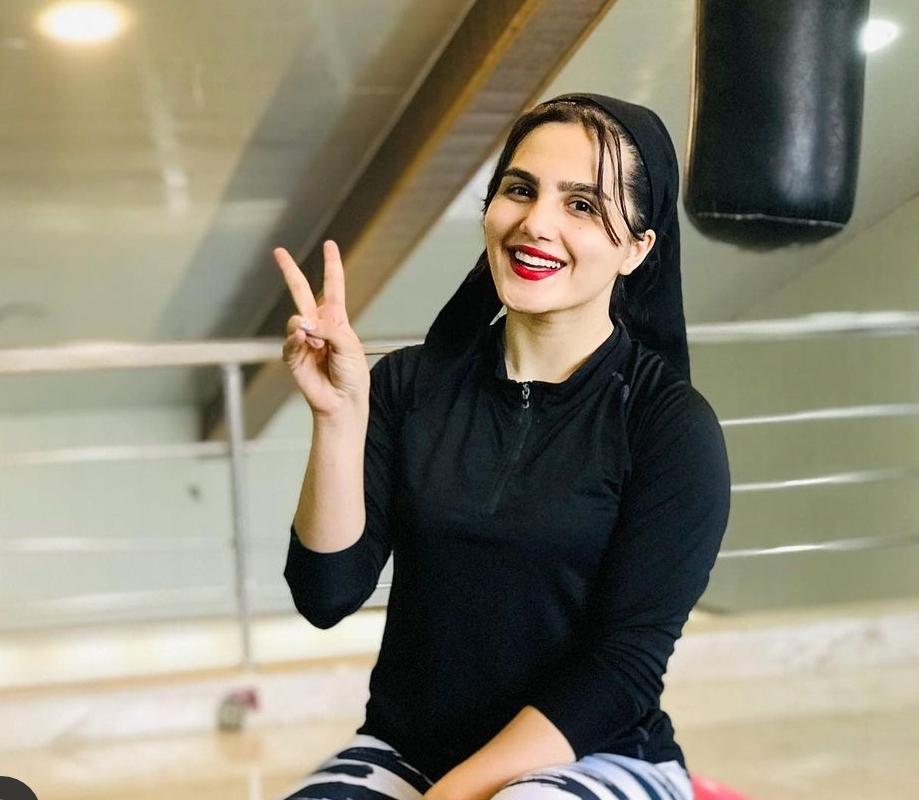 بانوی قهرمان کاراته: پرچم ما با حجابمان بالاست/ خاطرات تلخ و شیرین یک قهرمان ملی